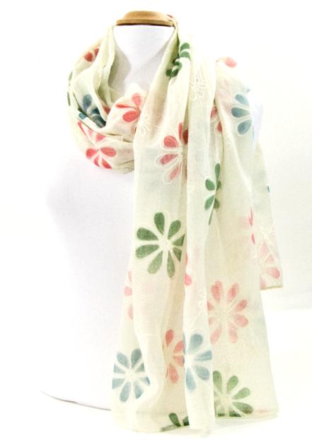 foulard grandes fleurs brodées écru   mesecharpes.com   Pinterest   Boho 9071057e621
