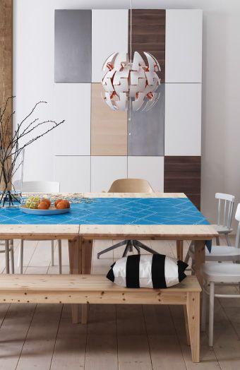 zwei norn s tische aus kiefer aneinandergeschoben und umgeben von st hlen und einer bank. Black Bedroom Furniture Sets. Home Design Ideas