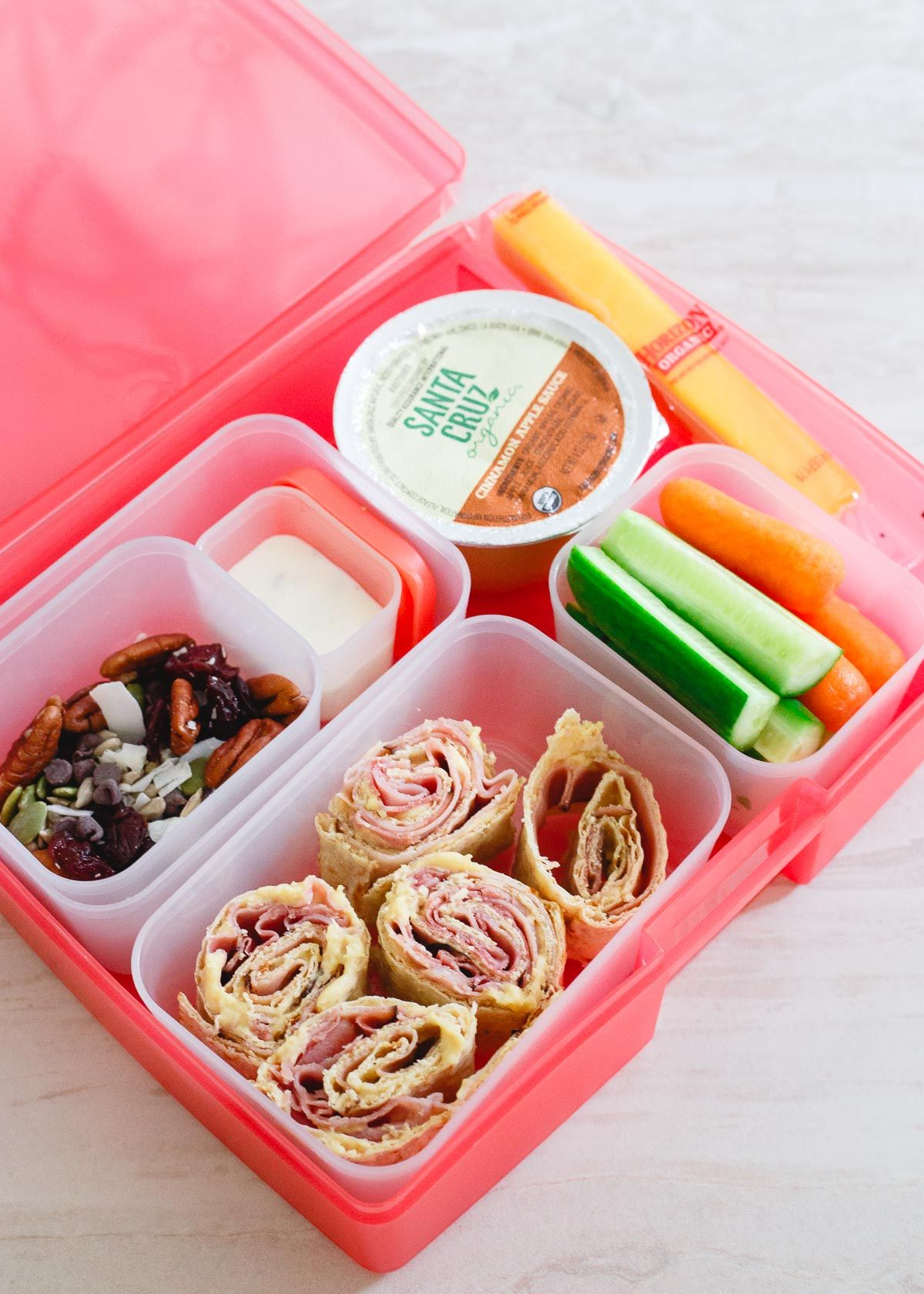 Simple lunchbox ideas including a recipe for an easy trail mix your kids will love is just in time for back to school!   #sponsored