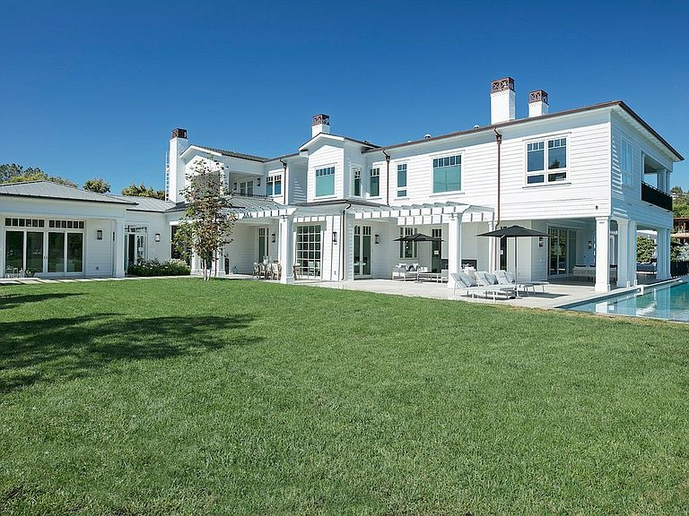 624 N Bonhill Rd Los Angeles Ca 90049 Mls 19466734 Zillow Mansions Modern Mansion Los Angeles Homes