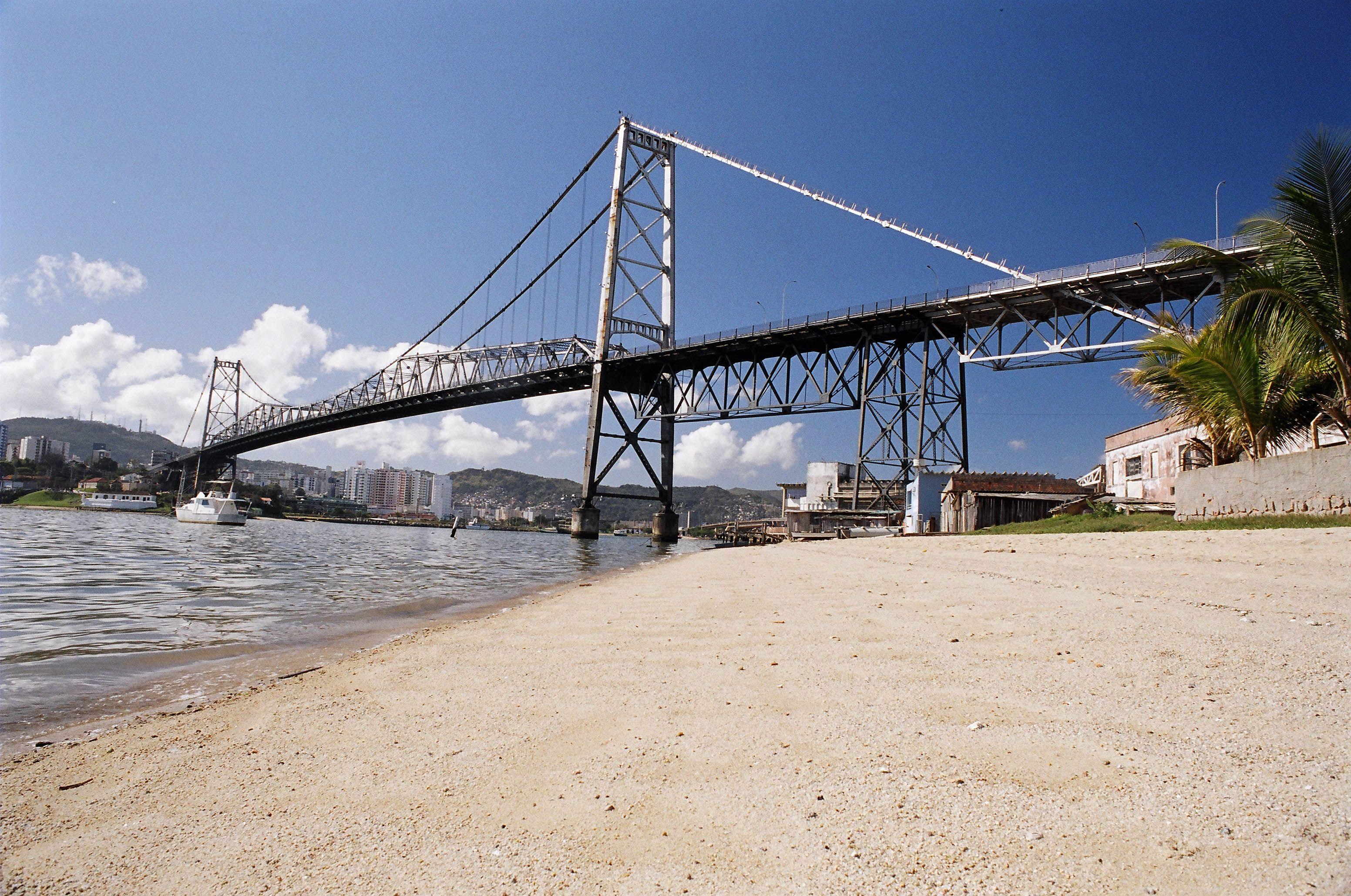 Ponte Hercílio Luz - Florianópolis-SC, Brasil Vista da parte continental