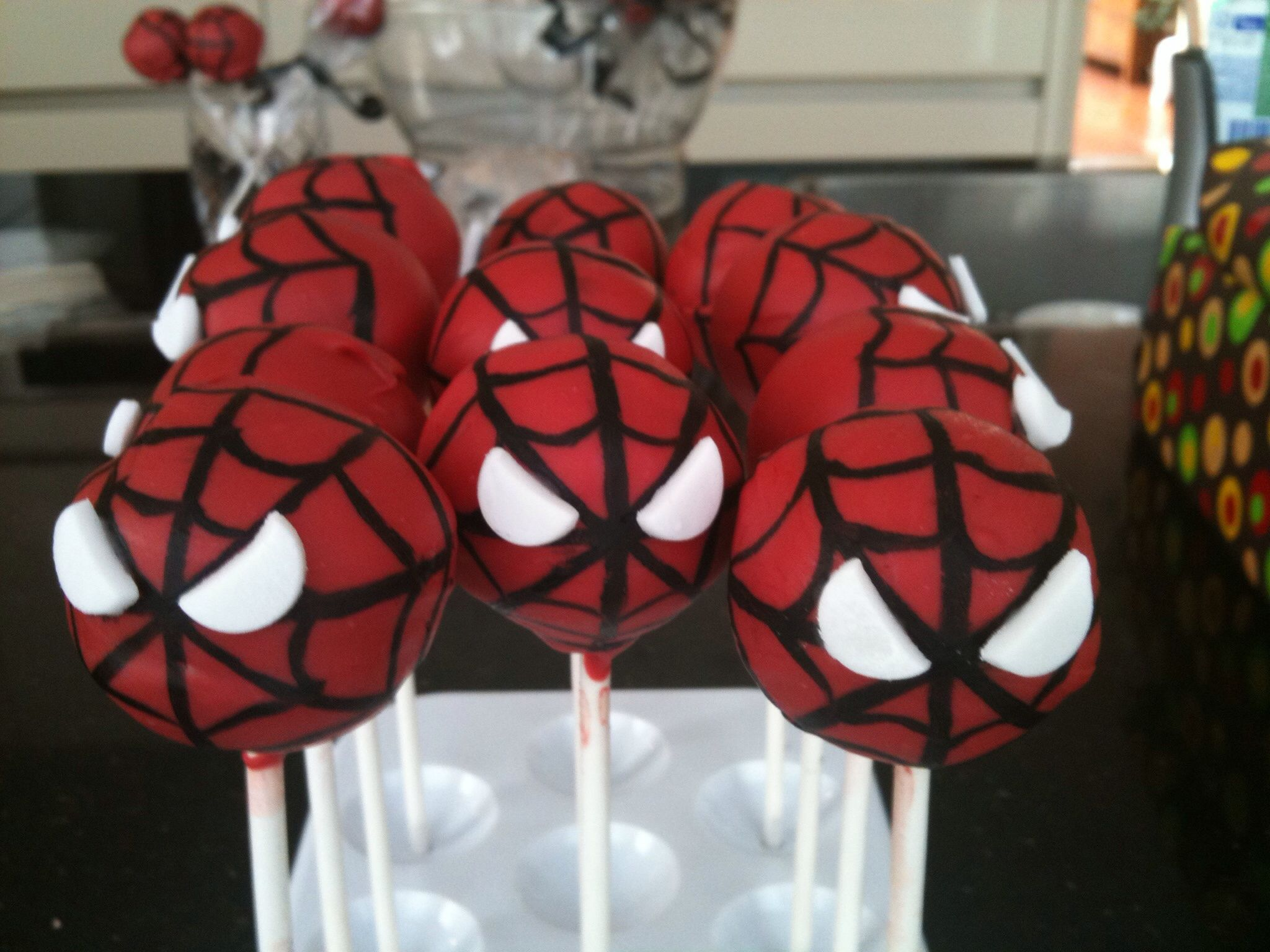 Spiderman cakepops.