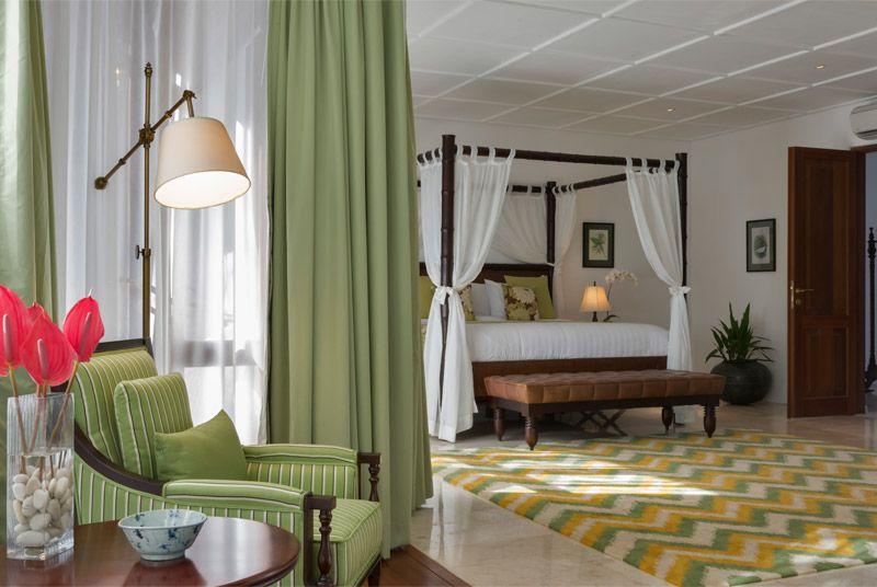 Classic Tropical bedroom #luxurybedrooms #tropicalliving #bali
