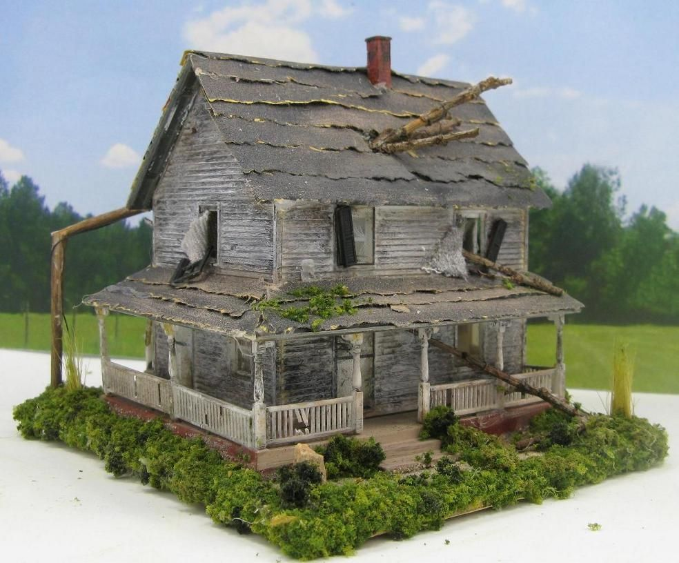 Haunted house abandoned house miniature 1 87 ho scale for Building model houses
