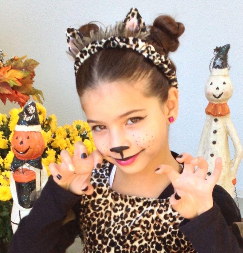 makeup for little girls. little girl halloween kitty makeup! #monas makerie #mua makeup for girls d