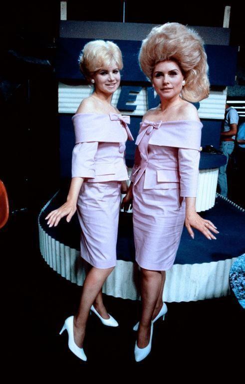 """Debbie Harry as Velma Von Tussle  Colleen Fitzpatrick as Amber Von Tussle in """"Hairspray"""" John Waters 1988"""