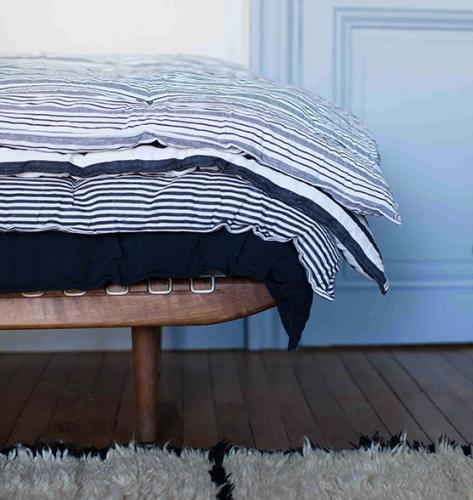 empiler des petits matelas pour cr er un lit d 39 enfant ou une banquette daybed tiny houses and. Black Bedroom Furniture Sets. Home Design Ideas