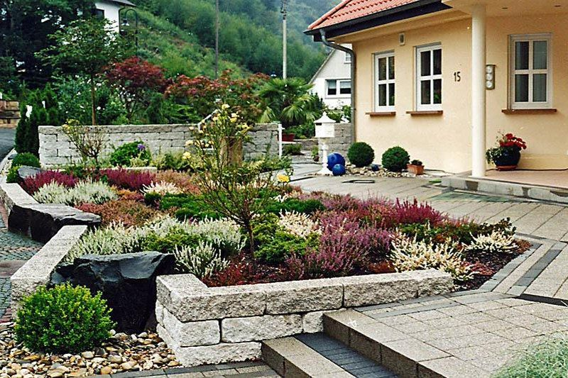 Front yard landscaping ideas google search landscaping for Front yard courtyard design