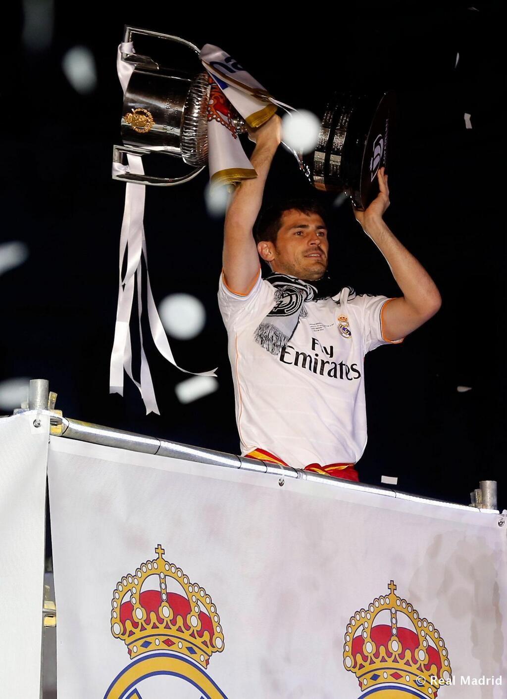 Iker Casillas. No te veo con otros colores, ni te veo cuidando otro templo que no sea el Bernabéu.