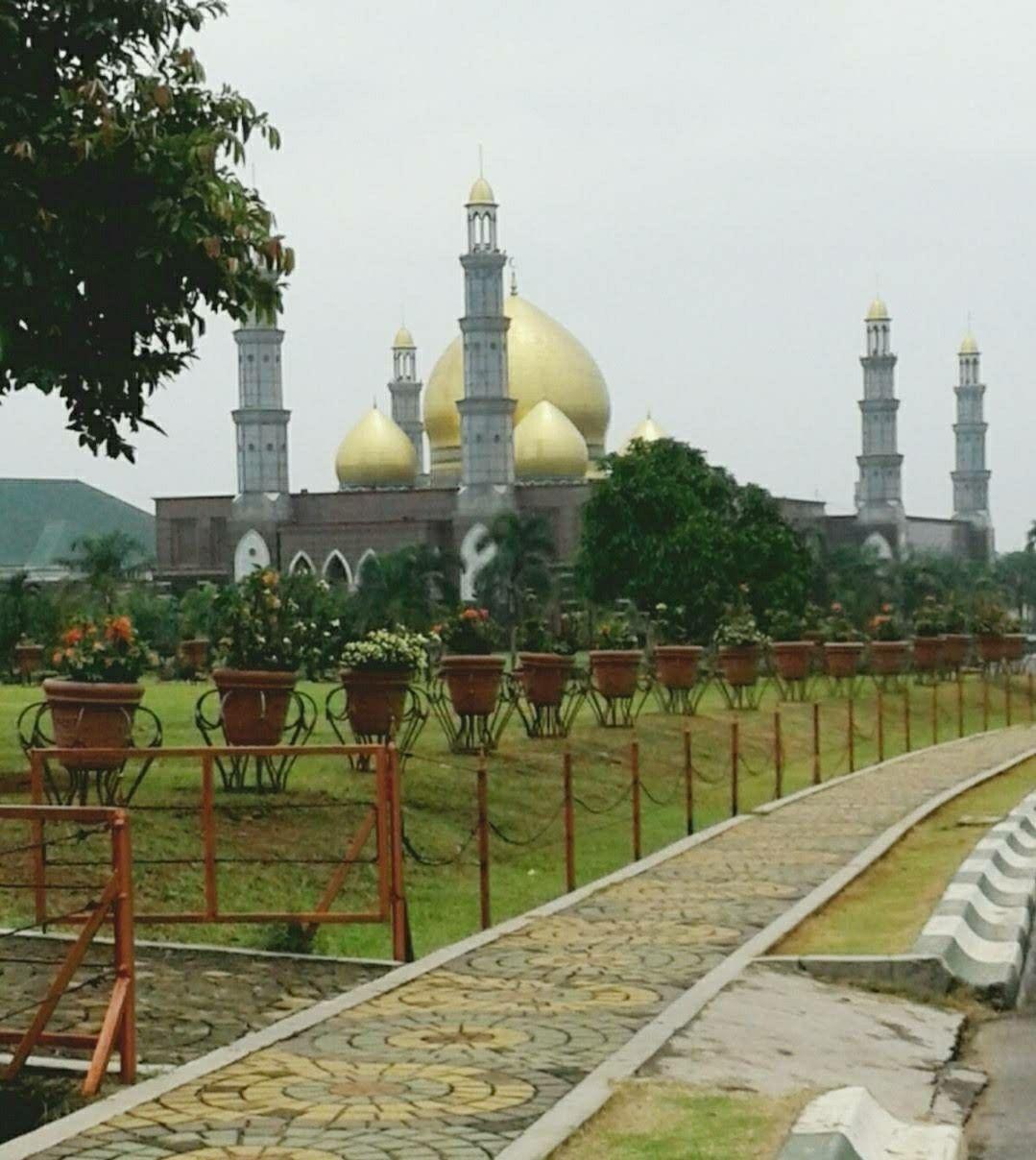 Masjid Dian Al Mahri Kubah Emas Meruyung Kota Depok Jawa Indonesia