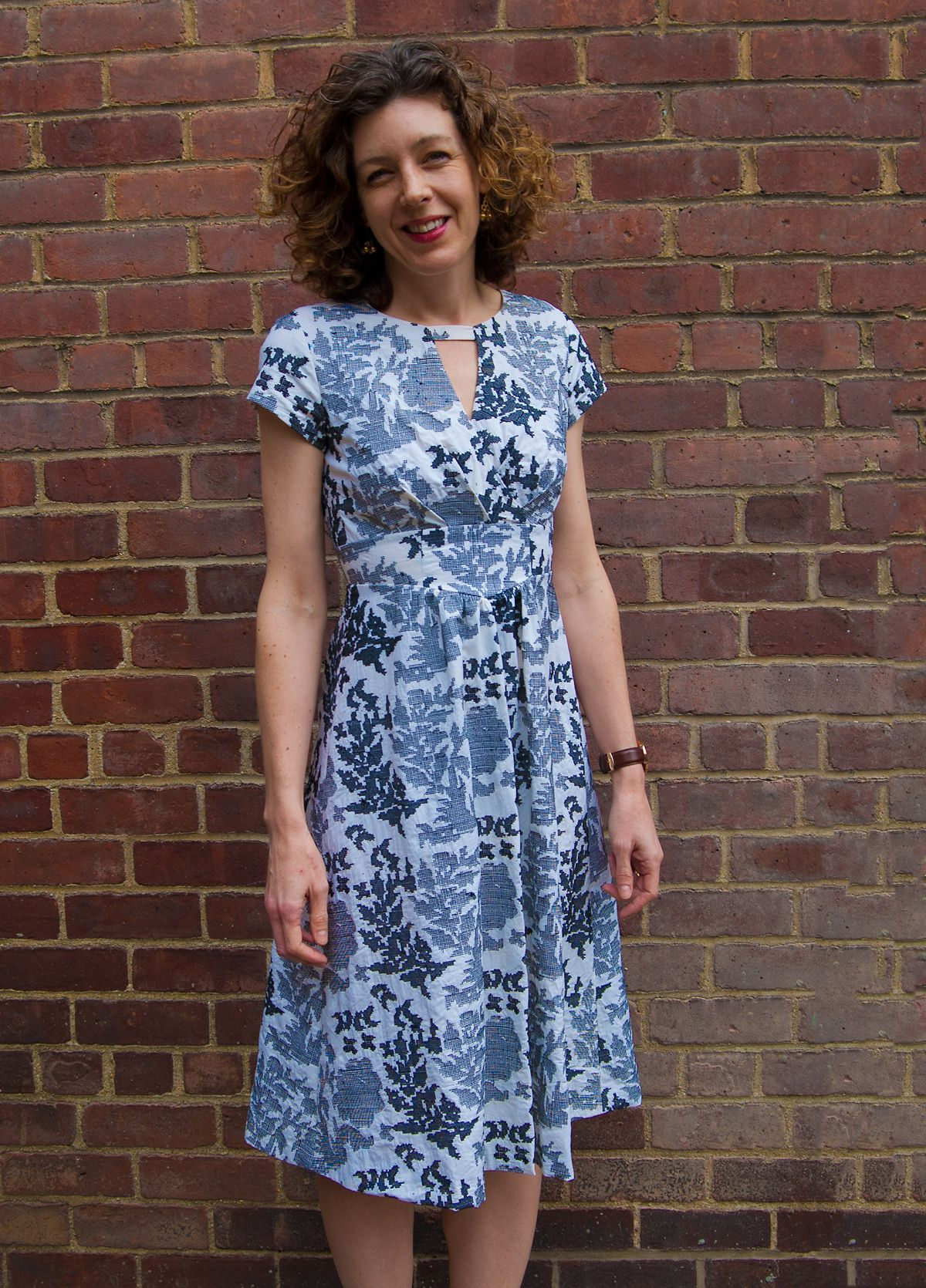 Today we finish our sew-along (and the dress) for the Lisette B6168 ...