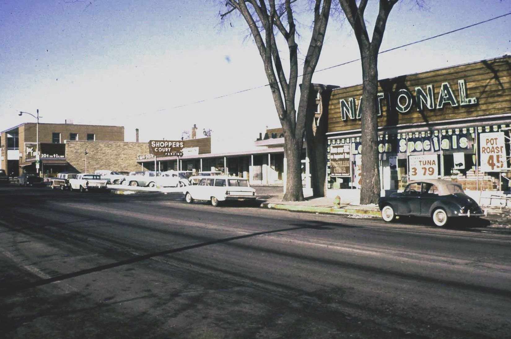 Deerfield Il Shoppers Court In The 1960s Included The Deerfield State Bank And The National Tea Store Featurin Chicago Pictures Deerfield Historical Society