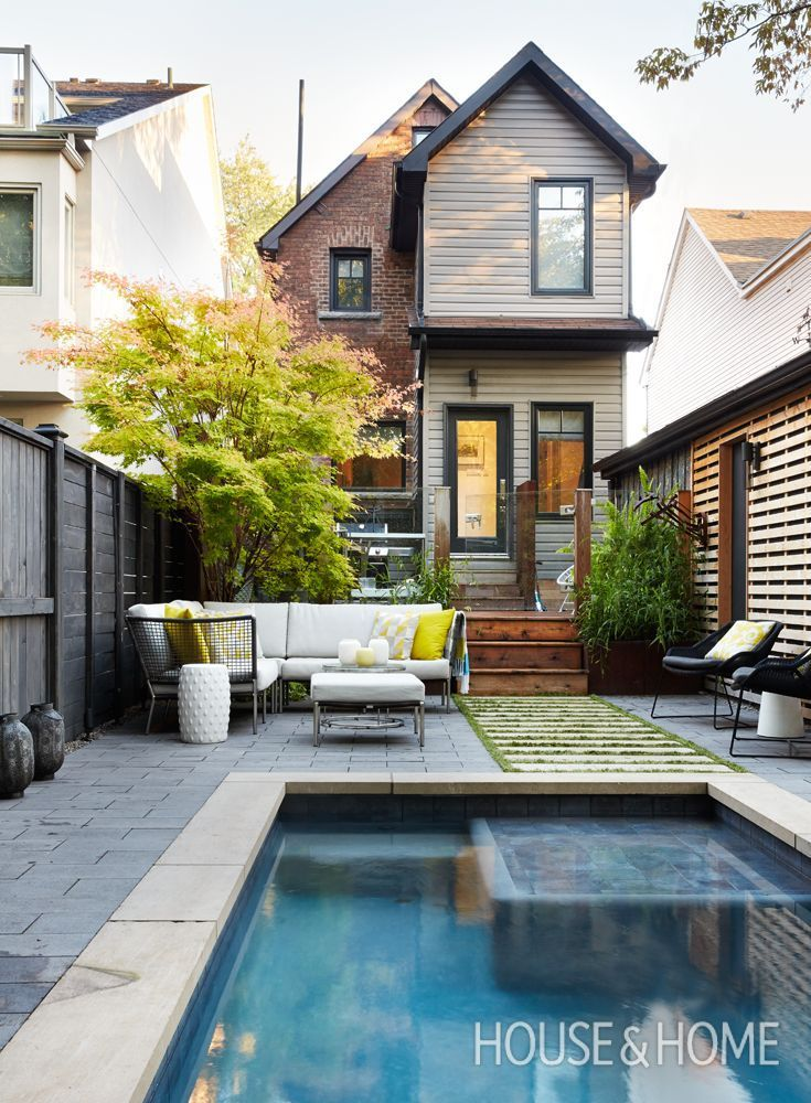 A Small Backyard With California Style Small Backyard Pools Backyard Pool Landscaping Backyard
