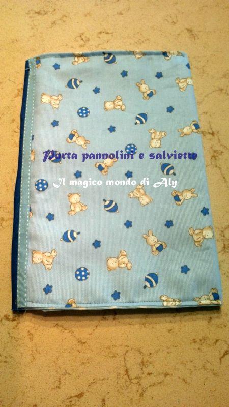 Il porta pannolini e salviette è un pratico oggetto utile a tener ordinata e organizzata la borsa del vostro bimbo. E' molto semplice da realizzare,Provate!