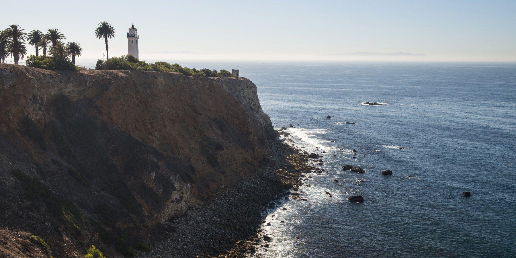 Point Vicente Lighthouse Park With Santa Catalina Island In The Distance Point Vicente Lighthouse Park Santa Catalina Island Catalina Island Park
