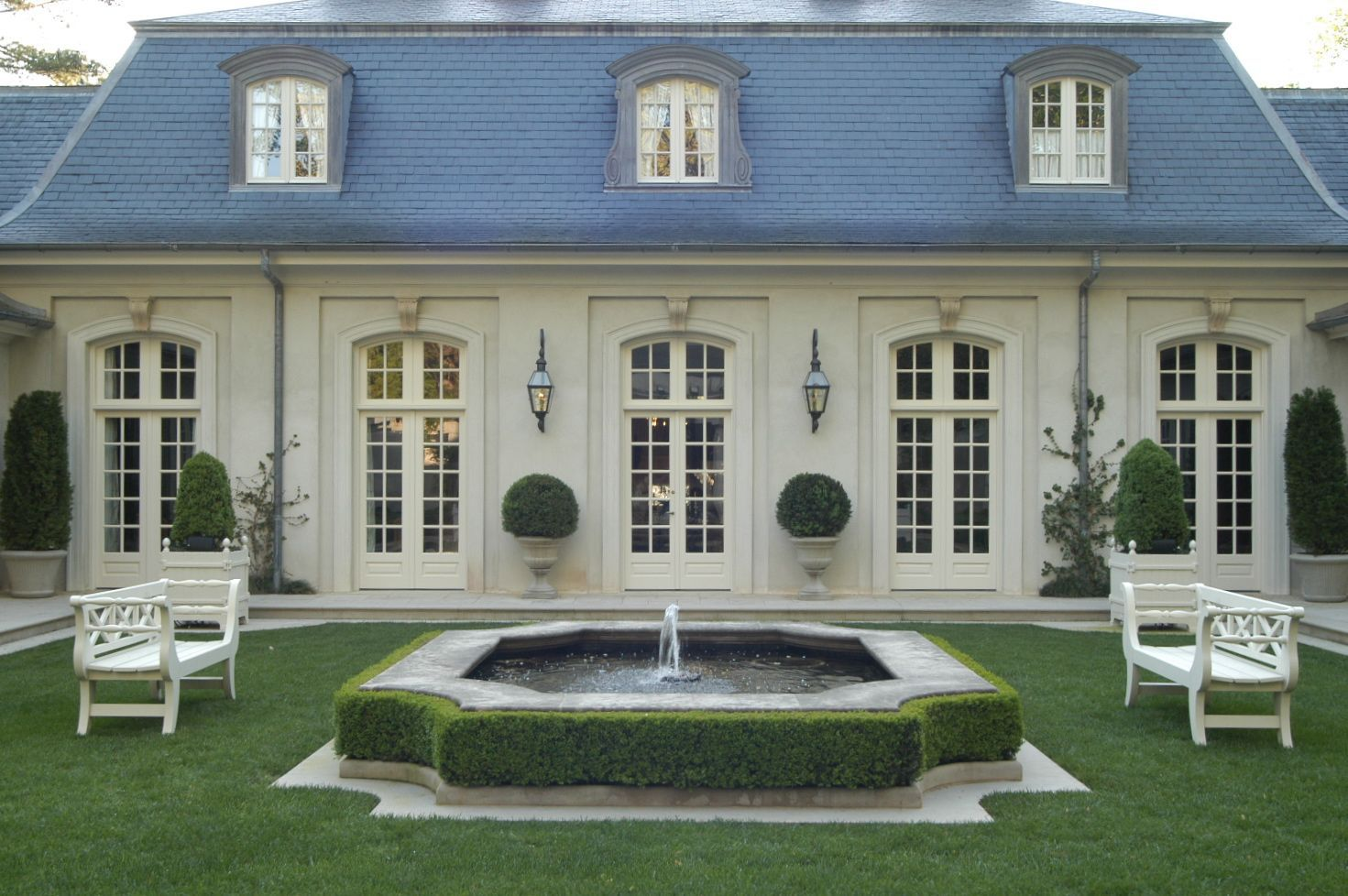 Mansard Roof Definition and Advantages French style