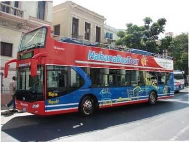 Bus turistico en La Habana