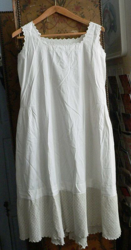 Robe ancienne blanche dentelle