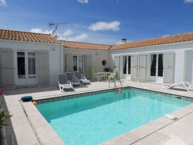 Vente maison de plain pied 5 pieces 137 m2 avec piscine for Piscine coque polyester charente maritime