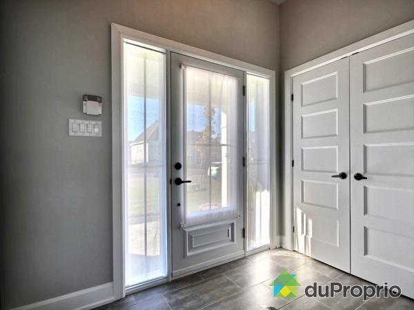 rideaux dans fenetres de portes d