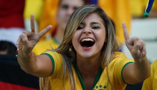 FOTO: Barisan Suporter Cantik Timnas Brasil