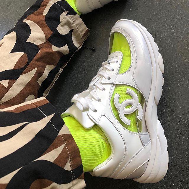 p i n || @XMEZA25 | Sapatos, Look, Sapatilhas
