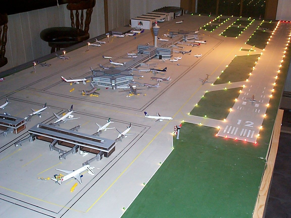 Airport Diorama Airlinemuseum Com Blog Archive Electrifying Your Airport Diorama Model Planes Aircraft Modeling Model Trains