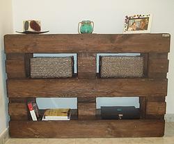Mueble recibidor hecho con pals Amphitryon  palets