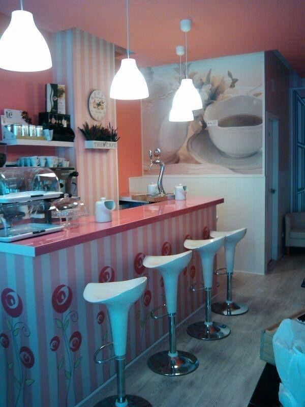 """Y es que si quieres desayunar en un entorno o mundo de color """"de rosa"""" esta es tu cafetería... Como salida de un cuento de muñecas... ¡Mira que preciosidad y que cuca!"""