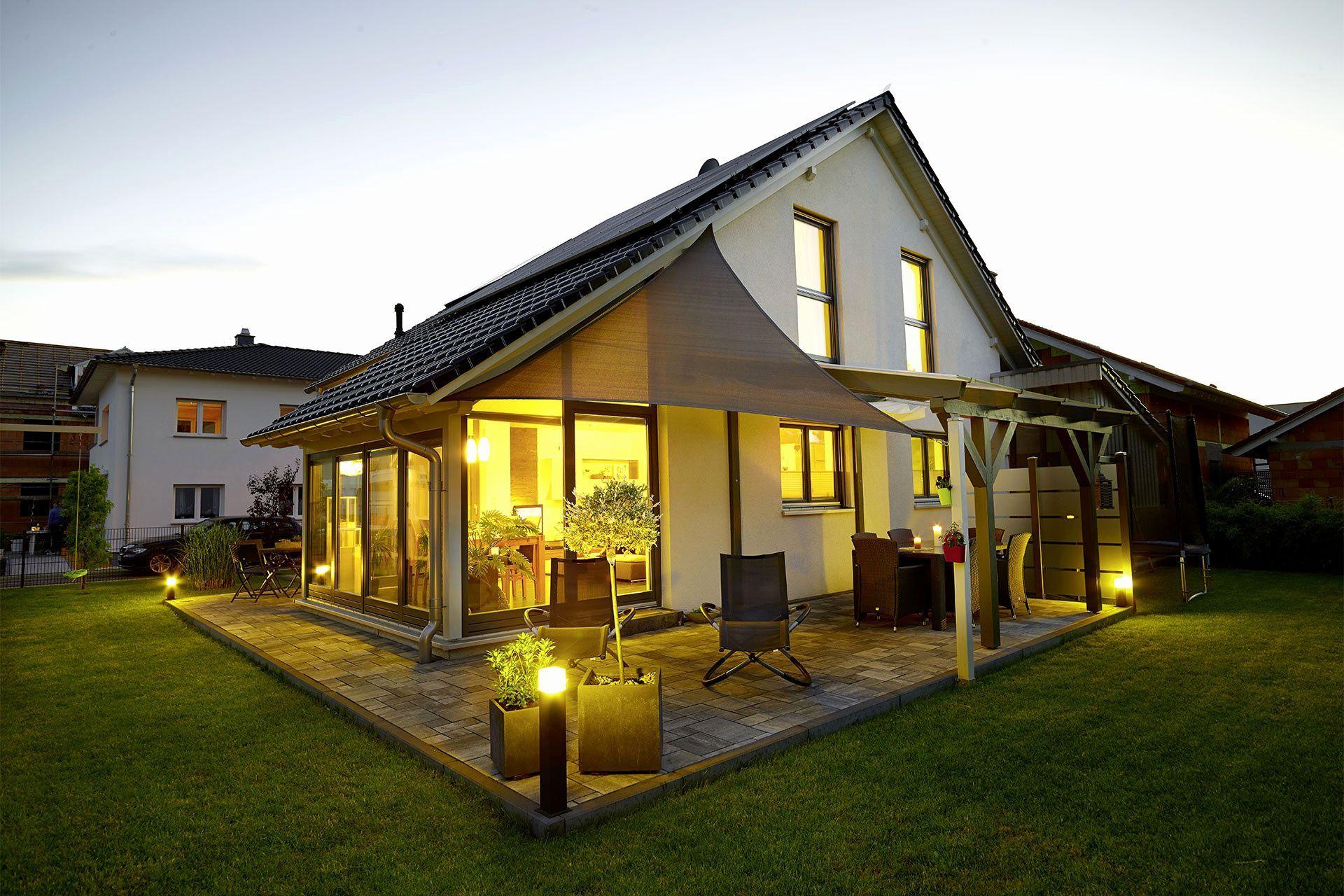 Haus Mit Veranda Bauen Bungalow Haus Selber Bauen Kosten Rechner Luxus Garagentore Infos Zu Poolselberbauen In 2020 House Styles House Outdoor Decor