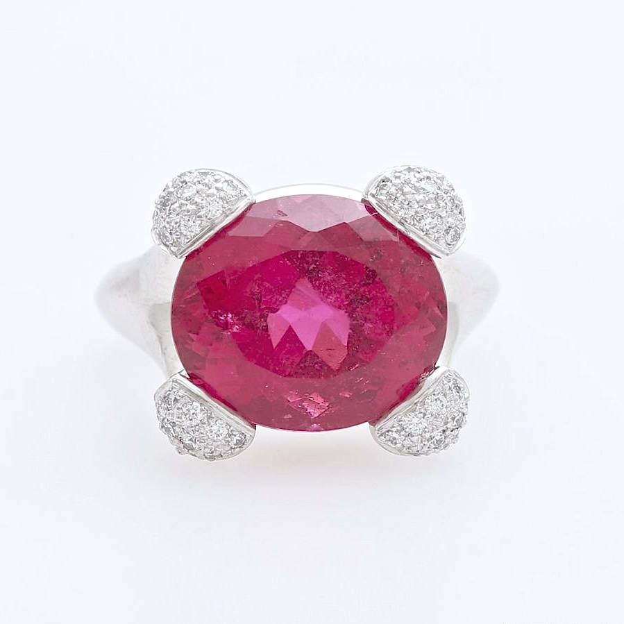 A Rare Vintage Crimson 8,5 Carat Rubellite and Diamond Ring Set in ...