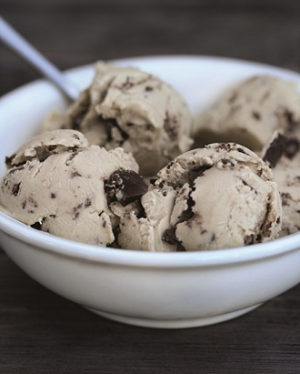 OMG Maple Maca Ice Cream with Chocolate Chips.  No ice-cream maker needed!  Oh yes!!