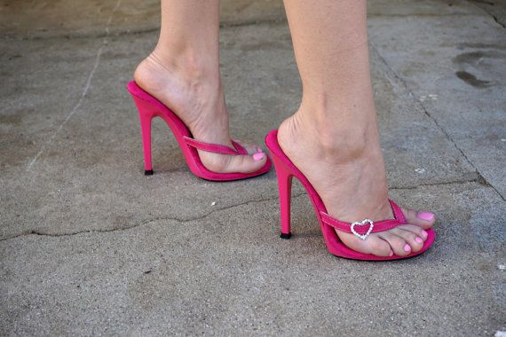 af63a9196 VIP 5 pulgadas mano corazón Rhinestone rosa cuero por IdealHeels. Items  similar to VIP 5 inch Handmade Heart Rhinestone Pink Leather Thin Thong  Foot Fetish ...