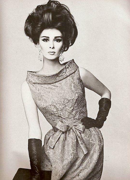 Wilhelmina Cooper in Pierre Cardin, Vogue 1962