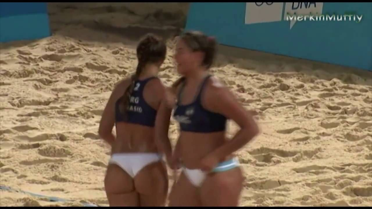 Top 10 Revealing Moments In Women S Beach Volleyball Beach Volleyball Woman Beach Volleyball