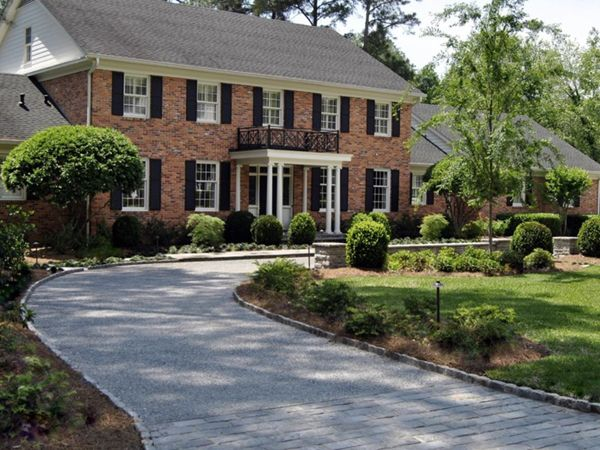 colonial revival- large flat roof