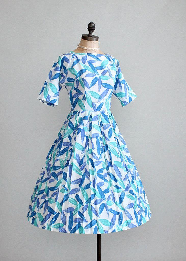 Vintage 1960s Full Skirt Crepe Dress