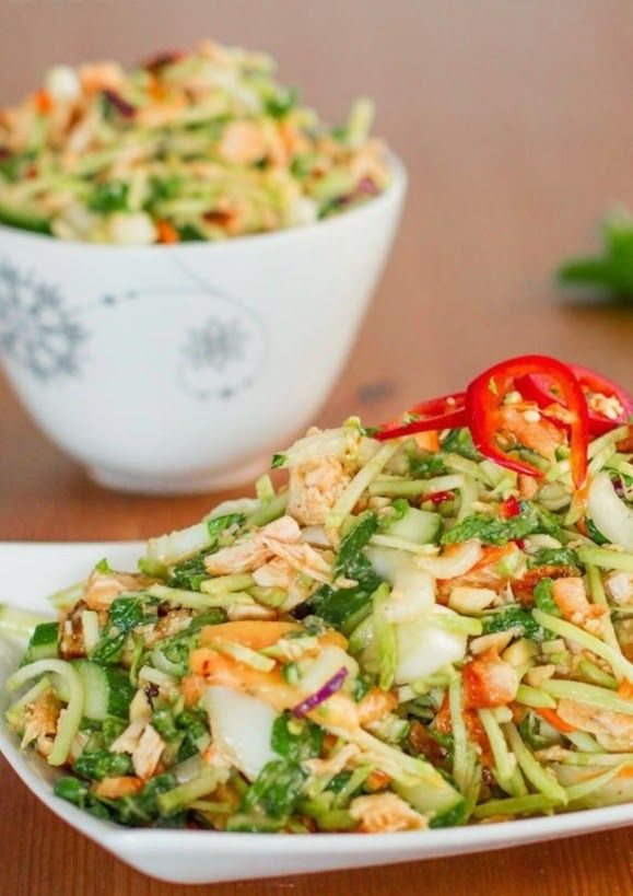 Thai Chicken Salad Yum Pinterest Salade Salade Repas And