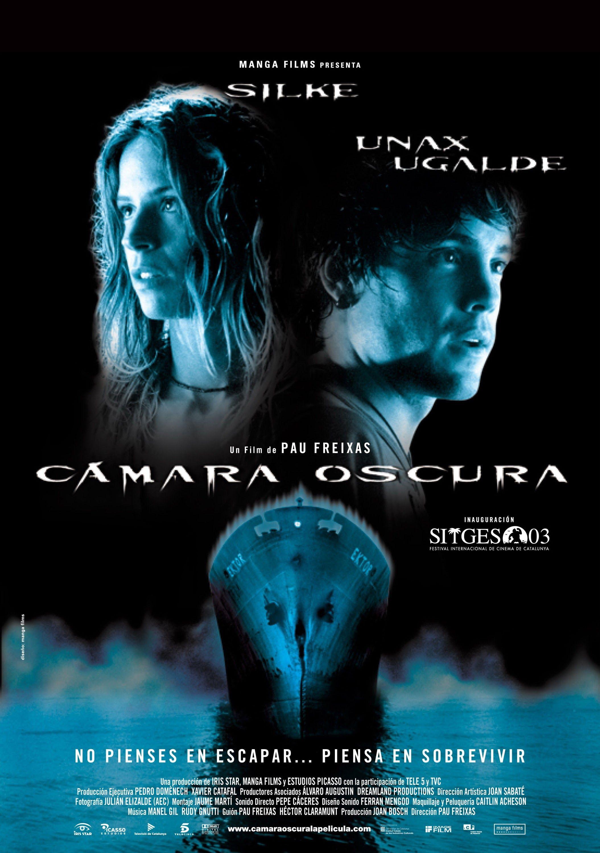 2003. Cámara oscura