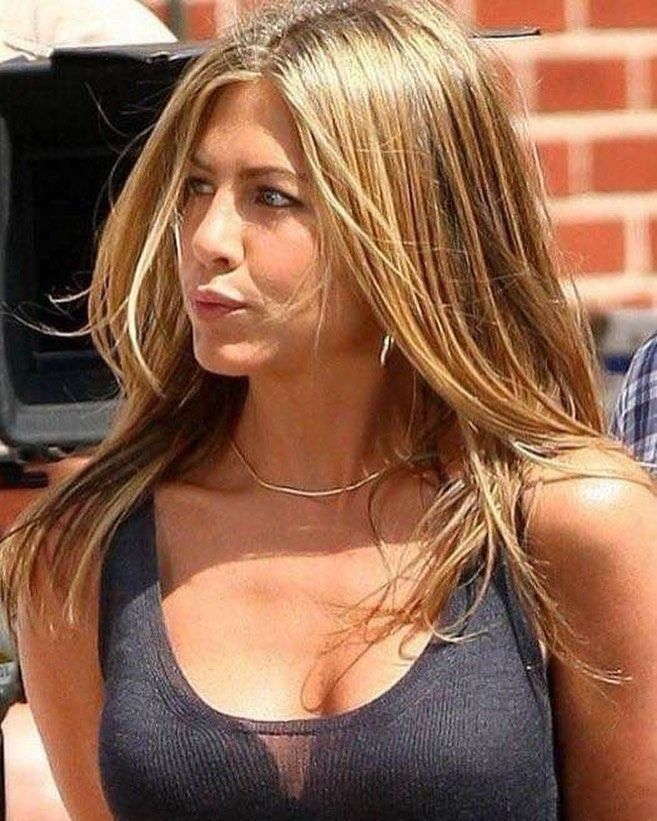Pin By Andrea Colombo On My Favs All Time Of In 2020 Jennifer Aniston Pictures Jennifer Aniston Hot Jennifer Aniston Legs