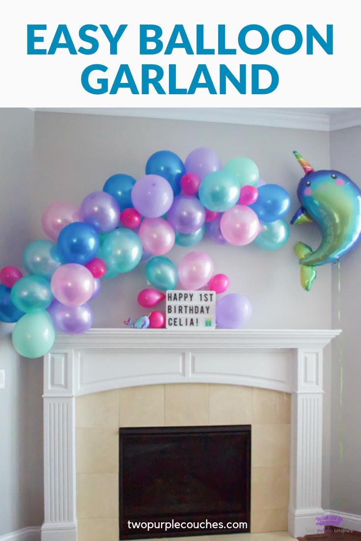 Wie man eine Ballongirlande macht - zwei lila Sofas