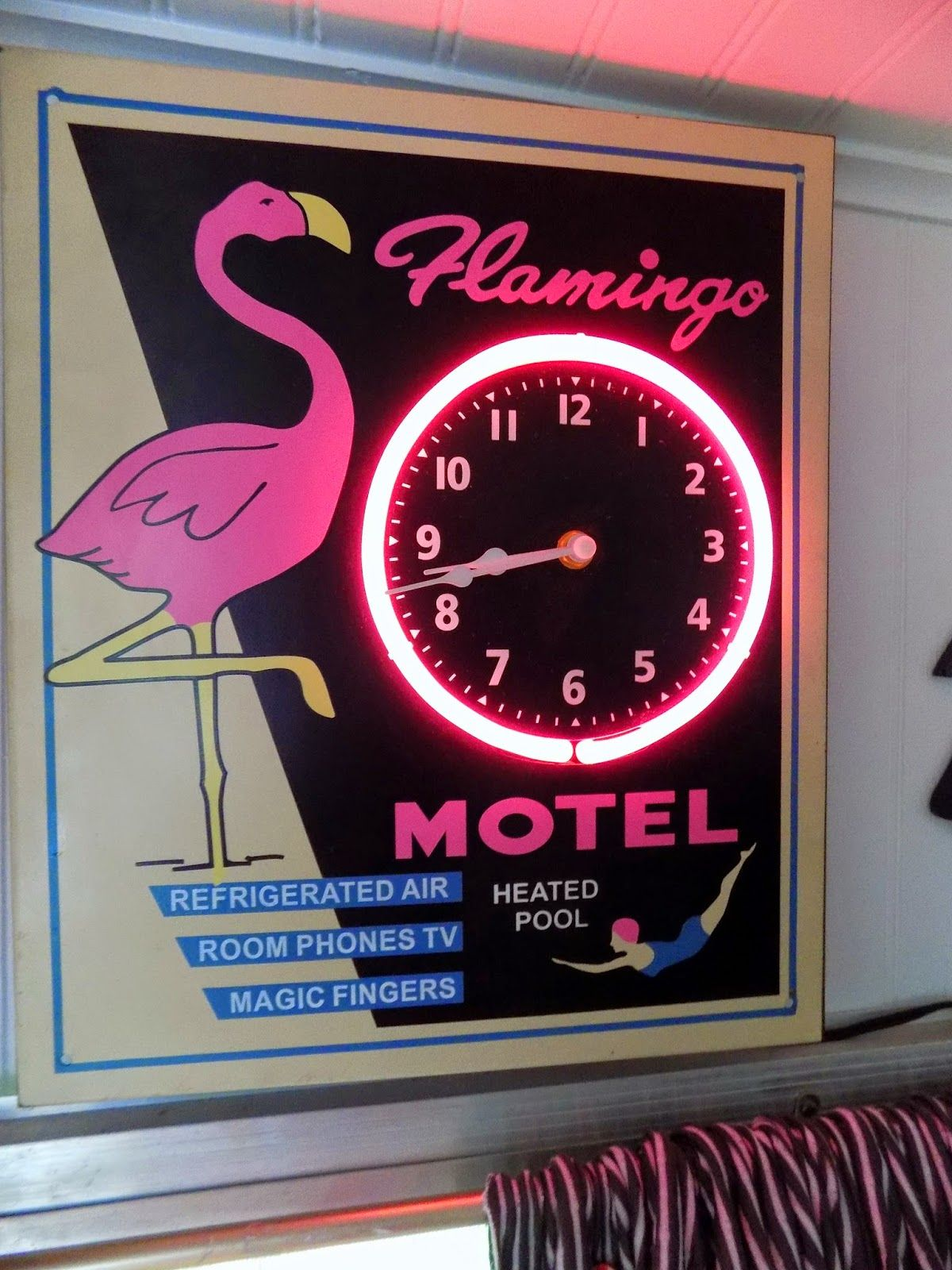 Going to the Birds... Vintage pink, Wall clock