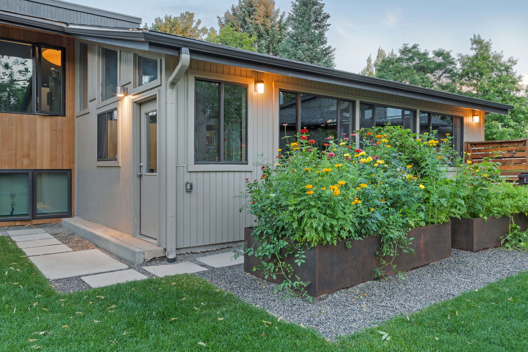 Mid Century Modern - entry courtyard and outdoor living spaces, raised steel garden beds : : R DESIGN land architects in New York and Colorado