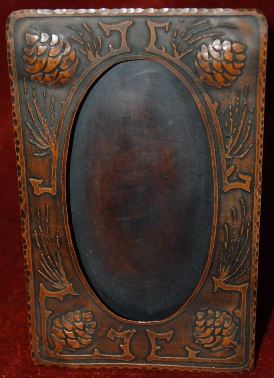 Vintage arts crafts stickley roycroft era copper picture frame craftsman studios acid etched standing frame with pinecones hammered edge c jeuxipadfo Image collections
