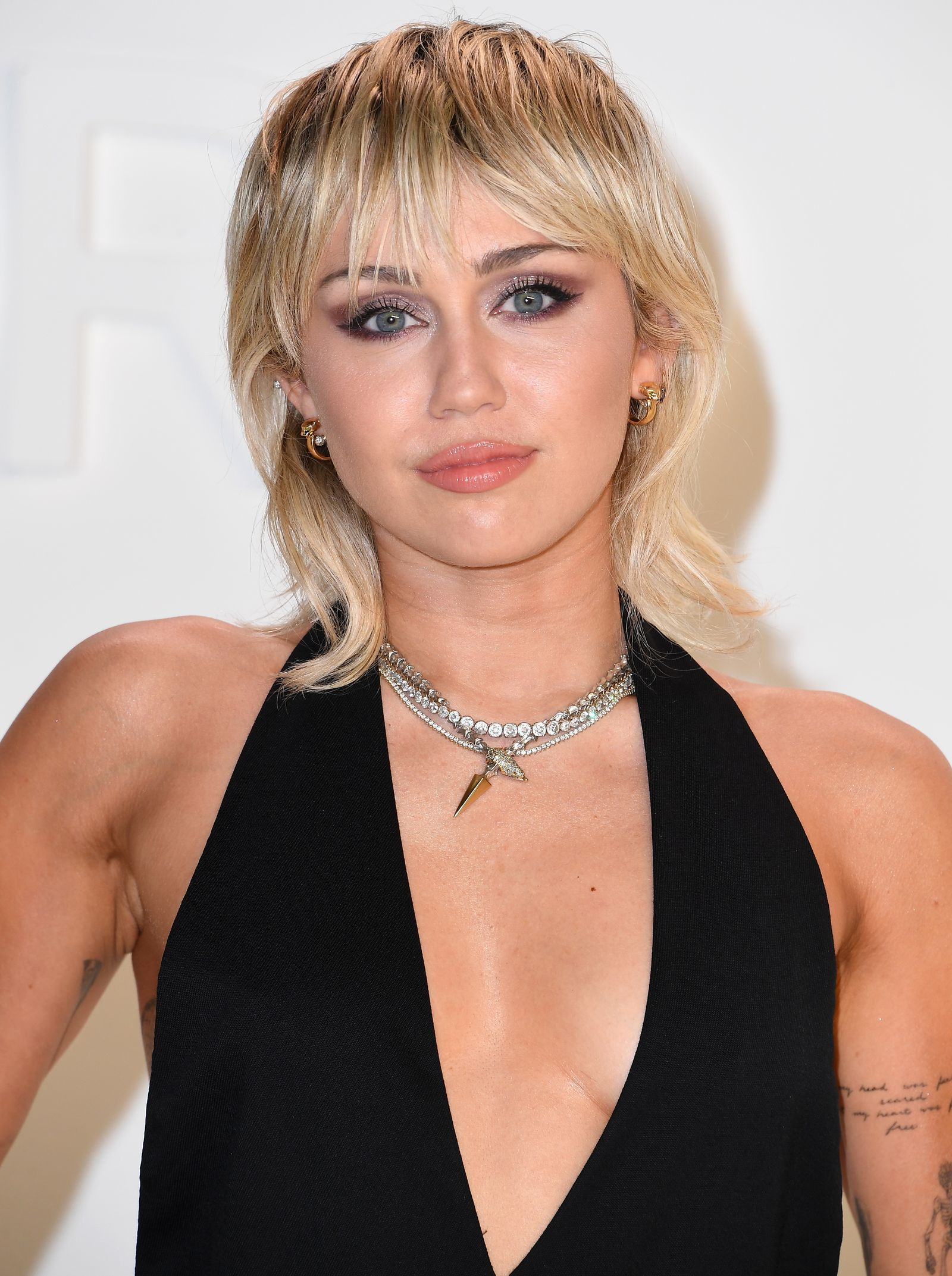 Miley Cyrus Just Got A Mullet Upgrade And It S A Look In 2020 Miley Cyrus Hair Mullet Hairstyle Miley Cyrus