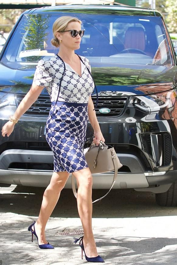 8844cf1f8768 Reese Witherspoon Heading Inside Her Office September 25