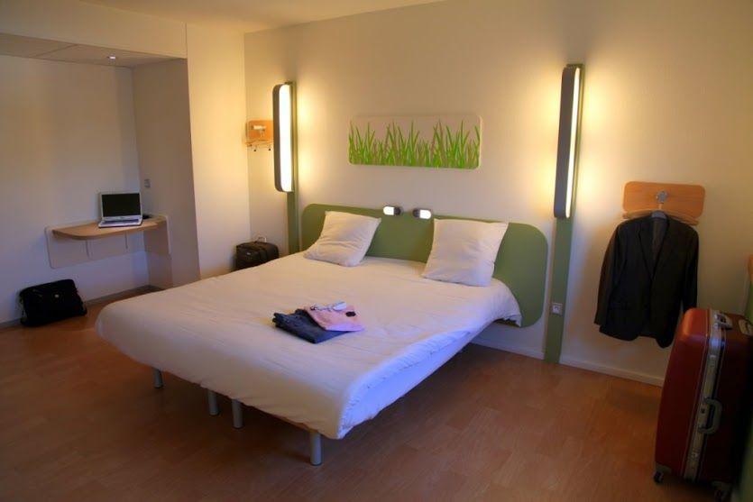 chambre double hôtel Ibis Budget à l\'aéroport de nantes http://www ...