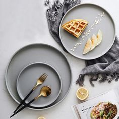 Sleek Round Dining Plate from Apollo Box