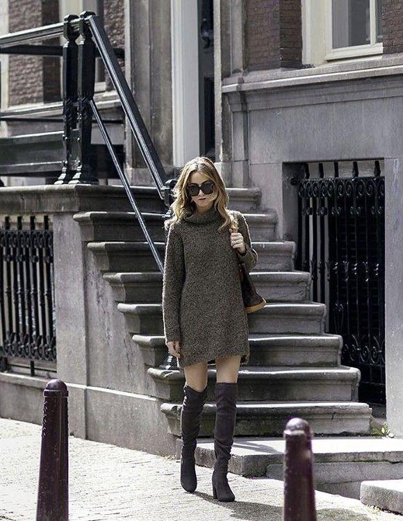Robe pull col roulé et cuissardes en cuir velours, deux essentiels mode  automne-hiver fbfe5f51e13b
