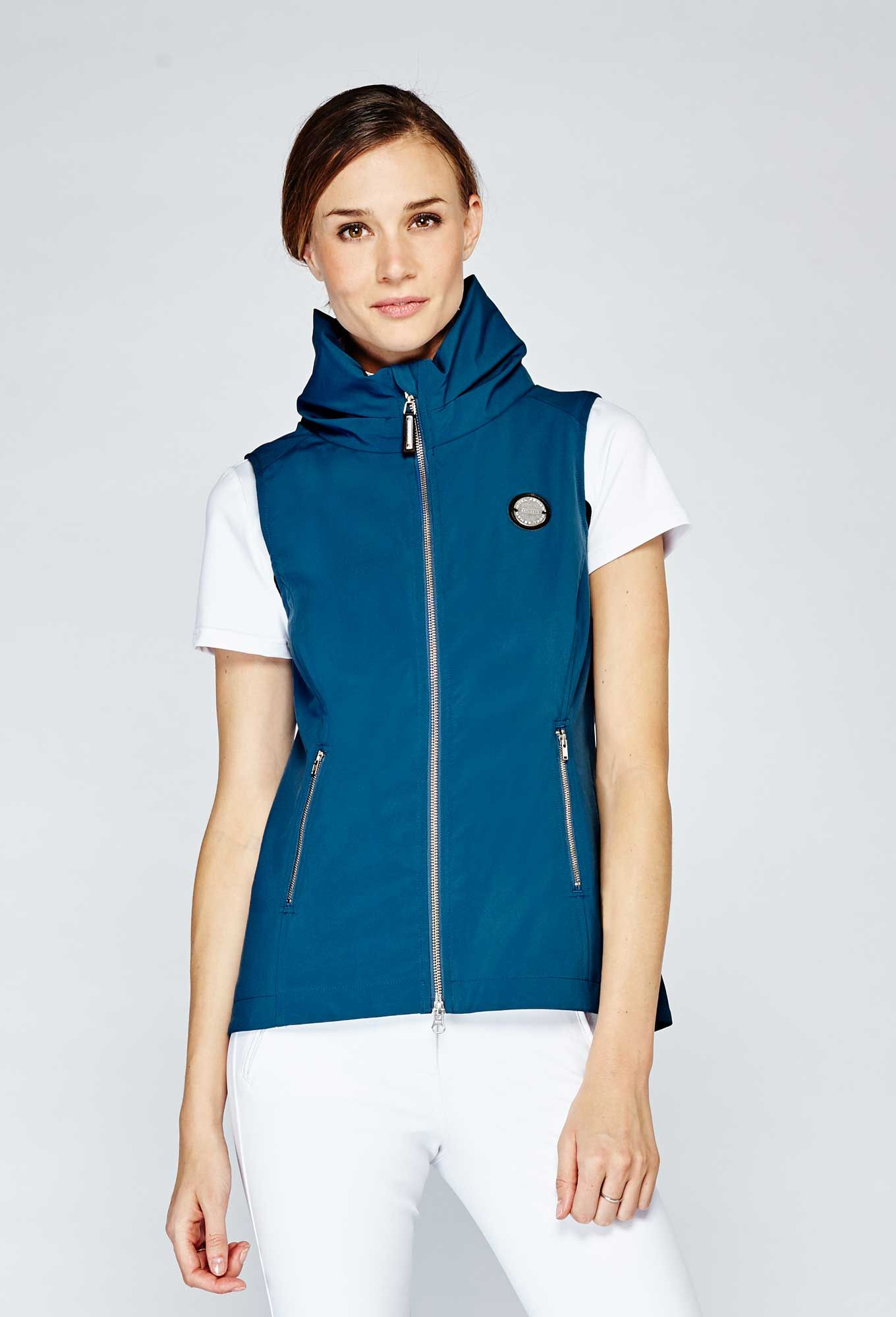 Tofino Vest Equestrian Outfits Outerwear Women Equestrian Style [ 1999 x 1360 Pixel ]